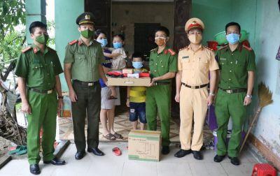 Công an tỉnh Nghệ An: Hỗ trợ máy vi tính tặng học sinh có hoàn cảnh khó khăn