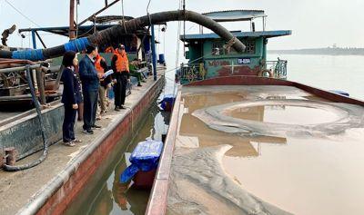 Truy tố giám đốc cầm đầu đường dây khai thác cát trên sông Hồng