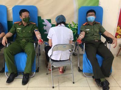 07 cán bộ Công an hiến máu cứu chữa bệnh nhân