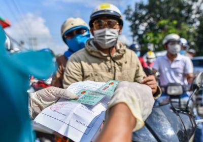 Nhiều lao động ngoại tỉnh gặp khó khi muốn quay lại TP.HCM làm việc