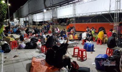 Xe khách 'chém' 2,5 triệu đồng/người từ Bình Dương về Nghệ An