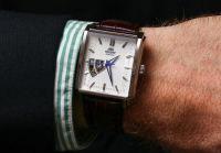 Nên đeo đồng hồ dây da hay đồng hồ dây kim loại?