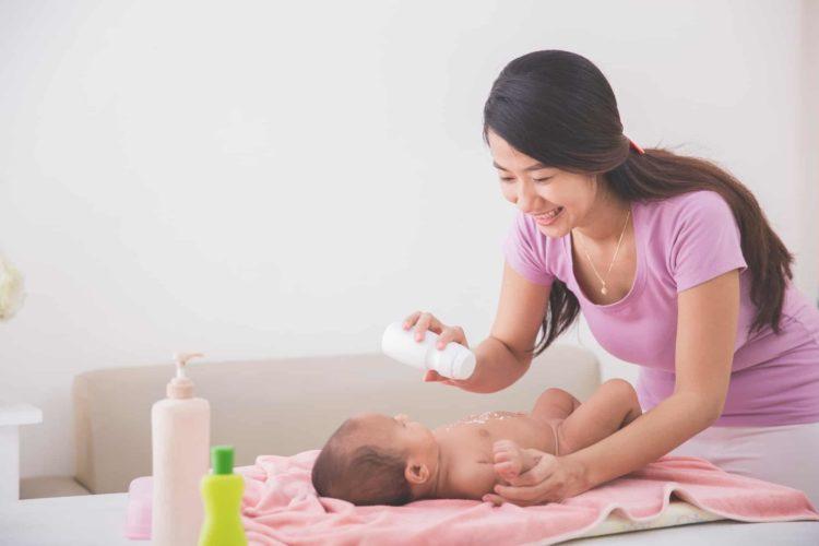 Có nên dùng phấn rôm cho trẻ sơ sinh?