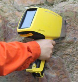 Máy phân tích quặng cầm tay TrueX