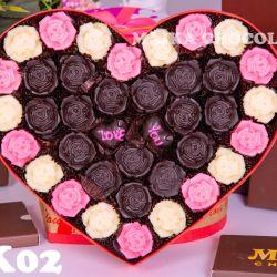 Hộp socola tình yêu