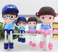 Gia đình 4 thành viên đeo kính