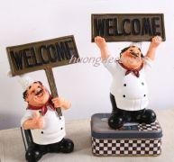 Bác đầu bếp cầm bảng welcome