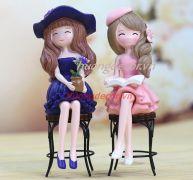 Set 2 cô gái ngồi ghế