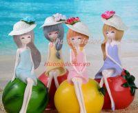 Cô gái và trái cây