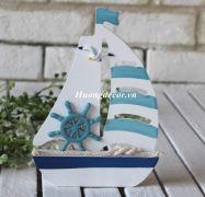 Thuyền gỗ nhỏ