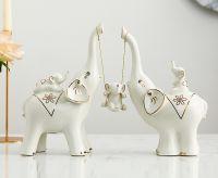 Gia đình voi vui đùa