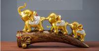 Set voi nối đuôi qua cầu gỗ