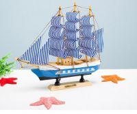 Thuyền buồm 22cm ( đế xanh)