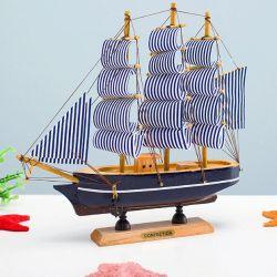 Thuyền buồm 22cm ( đế đen)
