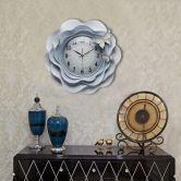 Đồng hồ bướm và hoa