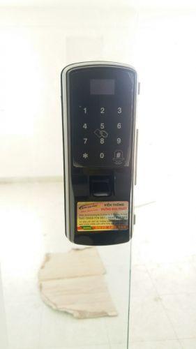 Khóa cửa kính vân tay VS004