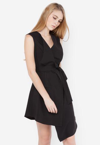 Đầm La Belle màu đen kiểu dáng gile vest vạt chéo