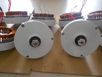 motor tua pin gió SOLARCITY 700W