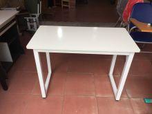 bàn làm việc chân vuông trắng mặt trắng gỗ công nghiệp