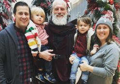 Ngỡ ngàng với Ông già Noel sành điệu nhất thế giới