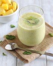 Pineapple kiwi mint smoothie