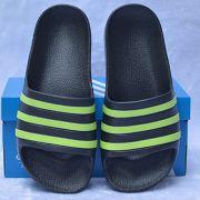 Dép trẻ em Adidas Adilette Aqua Kid màu đen sọc chuối