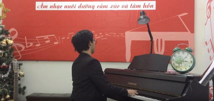KHÓA HỌC PIANO BẰNG TIẾNG ANH .Piano teacher Mr Linh Trần