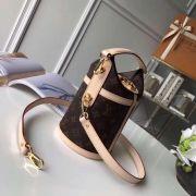 Túi xách Louis Vuitton Duffle siêu cấp VIP - TXLV163