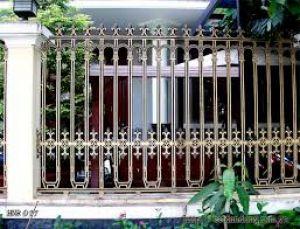 Hàng rào và cổng đồng đúc Hoàng Gia Hà Nội