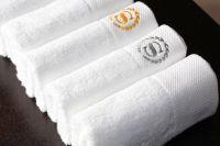 khăn tắm thêu logo