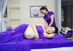 Massage chăm sóc mẹ bầu