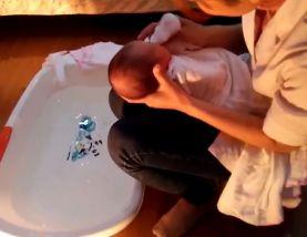 Clip tắm cho trẻ sơ sinh tại nhà