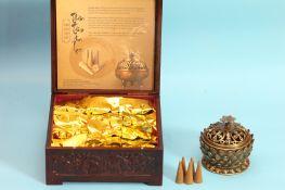 Hộp 216 nụ loại Trầm Hương Tuệ Ngọc và lư đồng xông trầm
