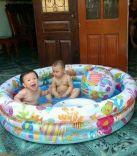 Bể bơi cho bé 3 tầng hình tròn kèm bóng và phao bơi