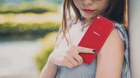 Top smartphone màu đỏ quyến rũ mới cho mùa Noel năm nay