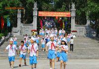 Buổi học ngoại khóa tìm hiểu tên trường của học sinh Trường tiểu học Quang Trung (TP. Vinh)