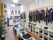 Cửa hàng mẫu shop quần áo bằng tủ gỗ. TG06