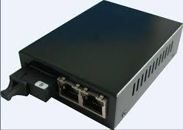 1 Fiber port & 2 x 10/100Base TX converter (1 FX + 2 TX)