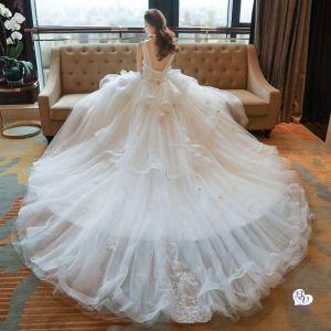 Những mẫu váy cưới cổ treo