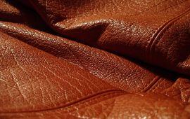 Chuyên phục hồi và làm mới màu da cho các sản phẩm ví da, thắt lưng da