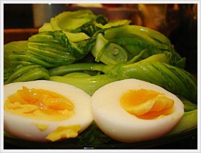 Rau ngồng cải luộc chấm trứng