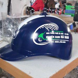 Mũ bảo hiểm quảng cáo xe điện xanh