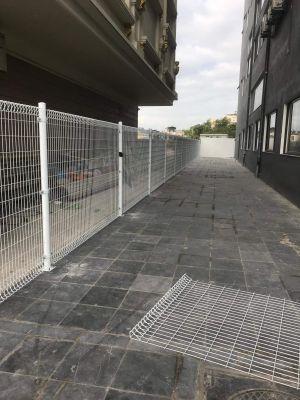 Hàng rào mạ kẽm sơn tĩnh điện gập 2 đầu tam giác