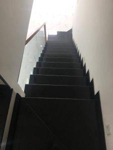 Cầu thang đá đen kim sa cám