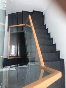 Cầu thang đá đen kim sa