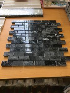 Đá dán Square vân đen 23x48
