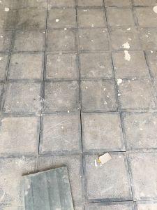 Nền lát đá băm trừ viền xanh đen 30x30