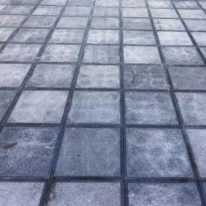 Sân lát đá xanh đen băm trừ viền