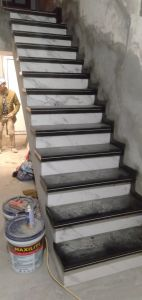 Cau thang bo da Granite Den kim sa kep chi trang, co da trang y