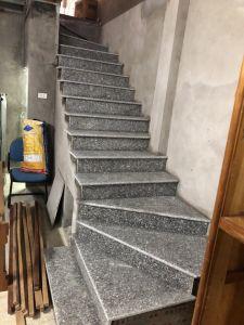 Cau thang bo da Granite Trang Suoi Lau